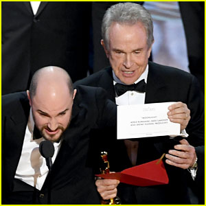 Oscars 2017 Best Picture: Accounting Firm Says Brian Cullinan Handed Wrong Envelope to Warren Beatty