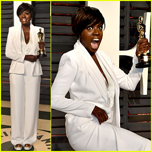 Viola Davis Looks So Excited for Her Win at Vanity Fair Oscars Party 2017!
