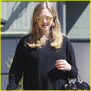 Amanda Seyfried Celebrates International Women's Day with Her Mom & Grandma!