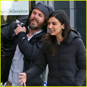 Casey Affleck & Girlfriend Floriana Lima Do Their Laundry Together in Vancouver