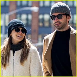 Elizabeth Olsen's Mystery Boyfriend Identified as Robbie Arnett!