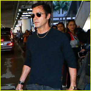 Justin Theroux Loves the Shade Thrown at Trump at LAX Airport