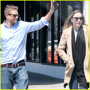 charlie hunnam and maggie siff relationship advice