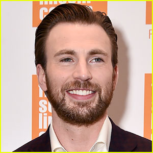 Chris Evans Says He's Never Had a Bad Breakup!