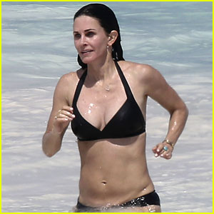 Courteney Cox Flaunts Her Amazing Beach Body at 52!