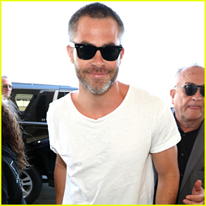 Chris Pine is All Smiles for His Flight Out of LAX Airport