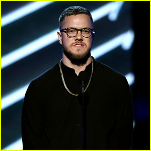 Imagine Dragons' Dan Reynolds Holds Moment of Silence for Chris Cornell at BBMAs 2017 (Video)