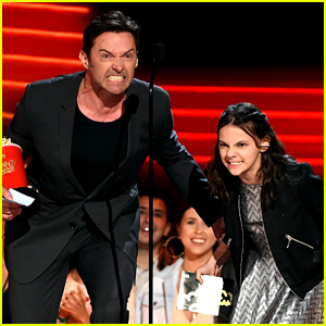 Hugh Jackman & Dafne Keen Win Best Duo, Do Wolverine Growl at MTV Awards 2017