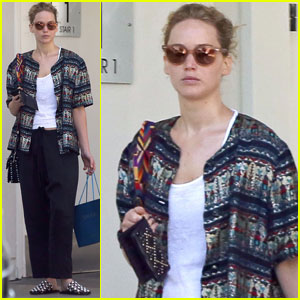 Jennifer Lawrence is Cute & Casual For Doctor Appointment