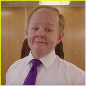 Melissa McCarthy Sings 'I Feel Pretty' as Sean Spicer For 'SNL' Promo - Watch Now!