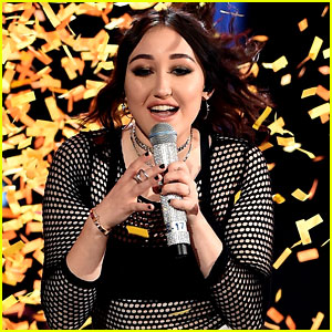 Noah Cyrus Shines on Stage at the MTV Movie & TV Awards 2017 -- Video Inside