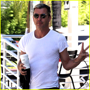 Gavin Rossdale Runs Errands Before His Trip to London