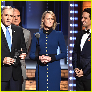 Kevin Spacey, Robin Wright, & Michael Kelly Bring 'House of Cards' to Life at Tony Awards 2017!