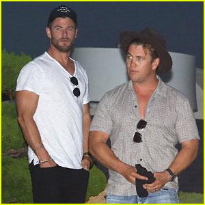 Chris Hemsworth & Brother Luke Grab Dinner Together in Malibu