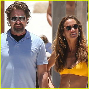 Gerard Butler On Again Girlfriend Morgan Brown Hit The Beach In Mexico
