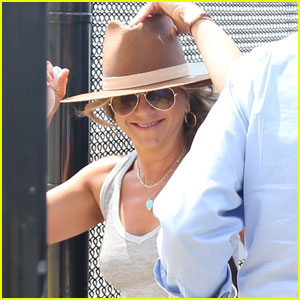 Jennifer Aniston & Justin Theroux Casually Take Helicopter Ride