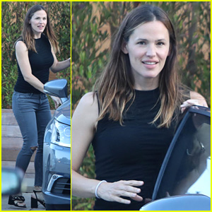 Jennifer Garner Throws On Her Heels for Mystery Malibu Outing