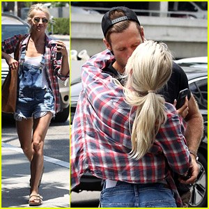 Julianne Hough Kisses Brooks Laich Goodbye at the Airport