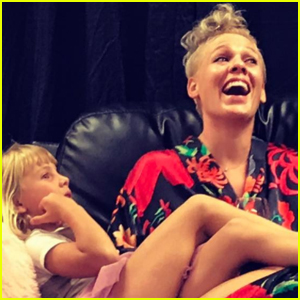 Pink Gets Trapped In Elevator With Daughter Willow Before First Show in Four Years!