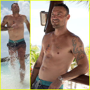 Brian Austin Green Goes Shirtless in Mexico, Enjoys Vacation with Son Kassius!