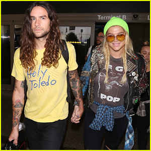 Kesha Arrives at LAX With Boyfriend Brad Ashenfelter After #1 'Rainbow' Debut