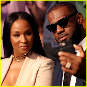 LeBron James & Wife Savannah Look So Stylish at Mayweather vs McGregor Fight