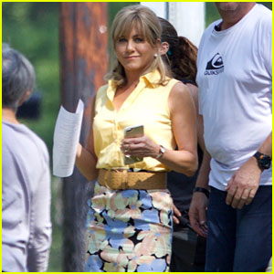 Jennifer Aniston Gets Into Character on Dumplin' Set!