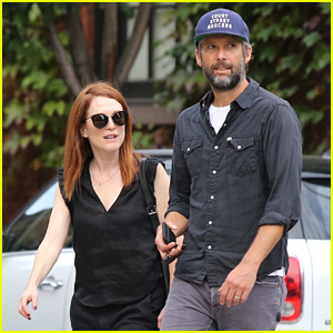 Julianne Moore & Husband Bart Freundlich Enjoy Leisurely NYC Stroll
