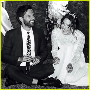 Lizzy Caplan & Tom Riley Are Married - See a Wedding Photo!