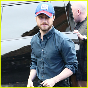 Daniel Radcliffe Sports a New York Giants Hat While Promoting 'Jungle'!