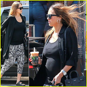 Jessica Alba Takes Her Bump To Urth Caffe For Iced Drink