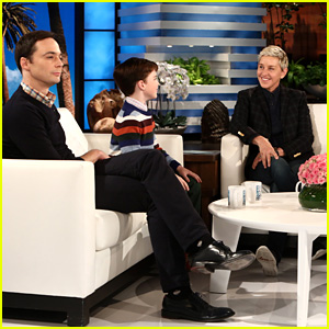Jim Parsons & Iain Armitage Hablar de Juego Sheldon en 'Ellen' - Reloj!