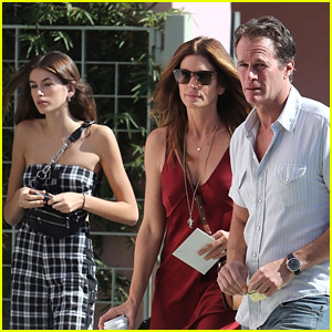 Kaia Gerber Spends Time with Parents Cindy Crawford & Rande Gerber!