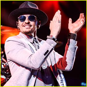 Linkin Park Performs Chester Bennington Tribute Concert - Watch Now!