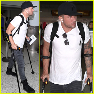Ryan Phillippe Rocks Crutches While Catching Flight Out of LAX