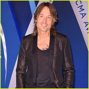 Keith Urban Wins Single of the Year at CMA Awards 2017!