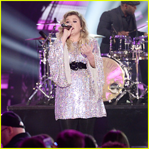 Kelly Clarkson Reveals Which Two Songs She's Deciding Between for Her Next Single!
