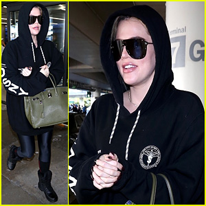 Pregnant Khloe Kardashian Covers Up in Sweats at the Airport