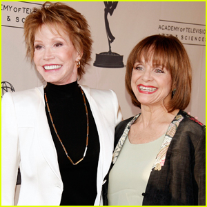Mary Tyler Moore Inspired Co-Star Valerie Harper to Find Love After Divorce