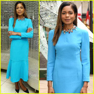 Naomie Harris Completes the Rockefeller Center Christmas Tree!