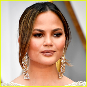 Chrissy Teigen Reveals How She Was Scammed When She Was a Young Model