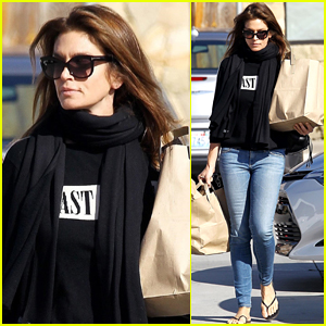 Cindy Crawford Spent the Holidays Skiing with Her Family!