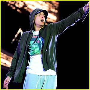 Eminem's 'Revival' Debuts at No. 1 on the Billboard 200 Chart!