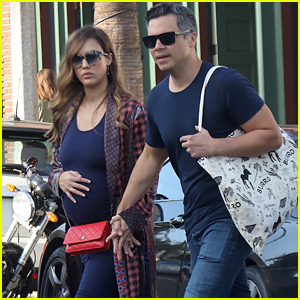Pregnant Jessica Alba Shows Off Baby Bump While Shopping With Cash Warren!