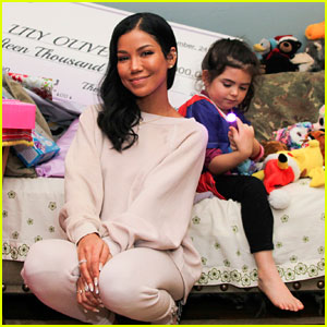 Jhene Aiko Donates $15,000 to 5-Year-Old Girl Battling Cancer