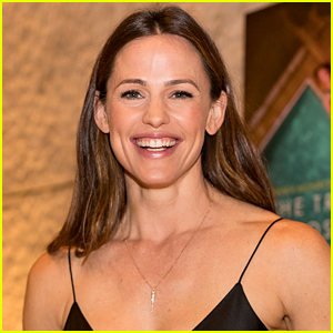 One of Jennifer Garner's Kids Doesn't Believe in Santa Anymore