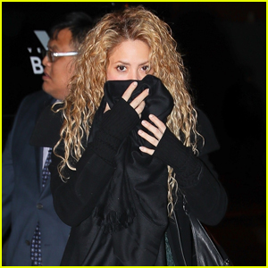 Shakira Steps Out With Gerard Pique After Postponing Tour