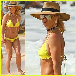 Britney Spears Hits the Beach in Hawaii in a Yellow Bikini!