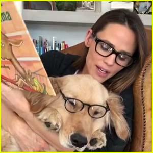 Jennifer Garner Disfruta de la Hora del Cuento con Perro Birdie - Reloj!