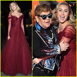 Miley Cyrus Stuns While Performing with Elton John at Grammys 2018!
